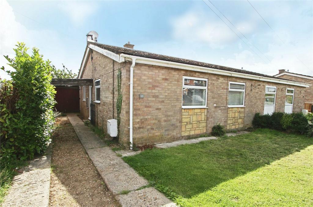 3 Bedrooms Semi Detached Bungalow for sale in Hawthorn Close, Wymondham, Norfolk