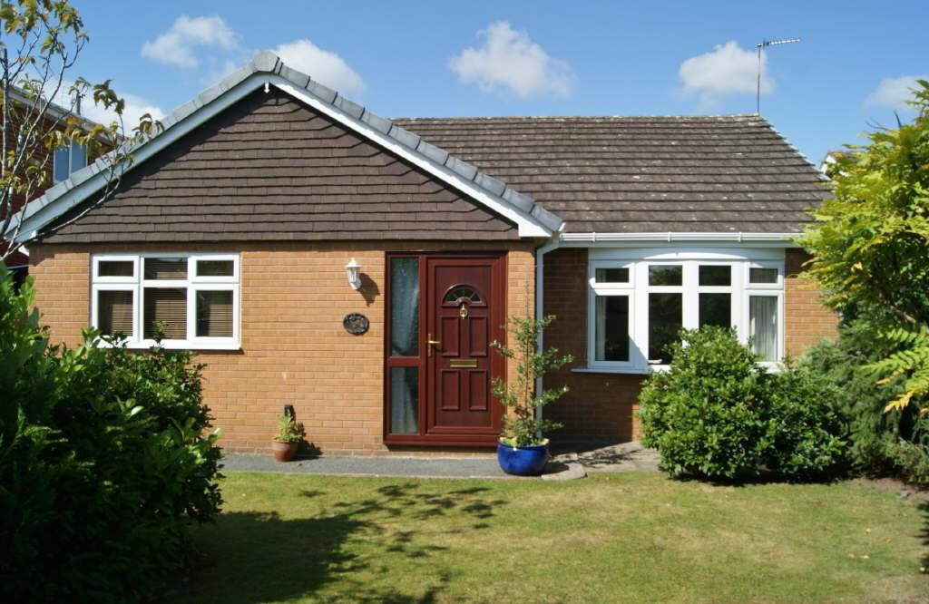 3 Bedrooms Detached Bungalow for sale in The Ithens, Wrexham