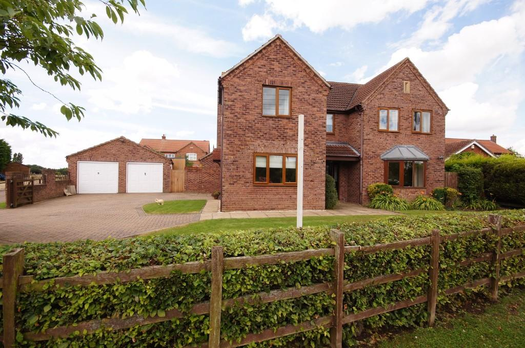 4 Bedrooms Detached House for sale in Century Lane, Saxilby, Lincoln