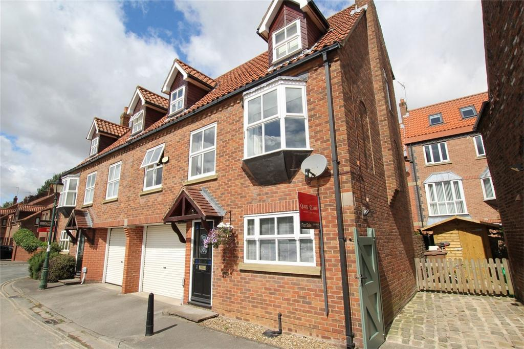 3 Bedrooms Semi Detached House for sale in Waltham Lane, Beverley, East Riding of Yorkshire