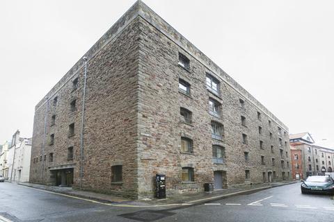 2 bedroom flat to rent - Protheroes House, Hobbs Lane,