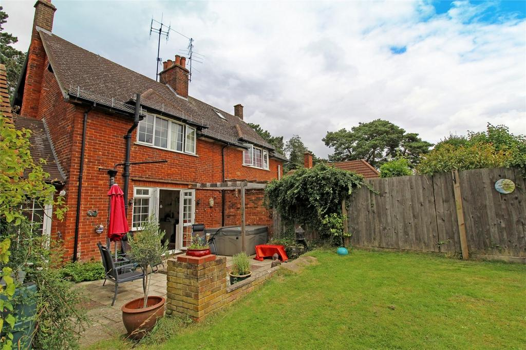 2 Bedrooms Semi Detached House for sale in Station Way, Letchworth Garden City, Hertfordshire
