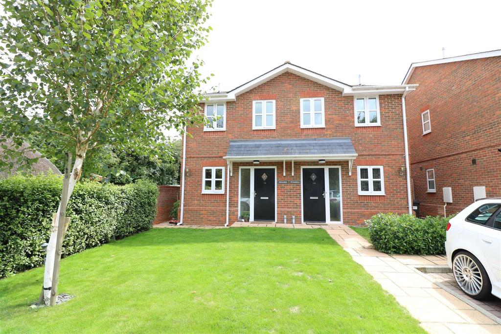 2 Bedrooms Semi Detached House for sale in Whitehouse Road, Woodcote, Reading