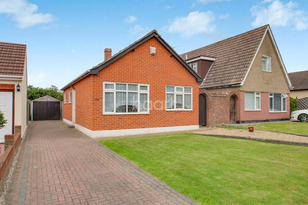 2 Bedrooms Bungalow for sale in Stanway Road, Benfleet