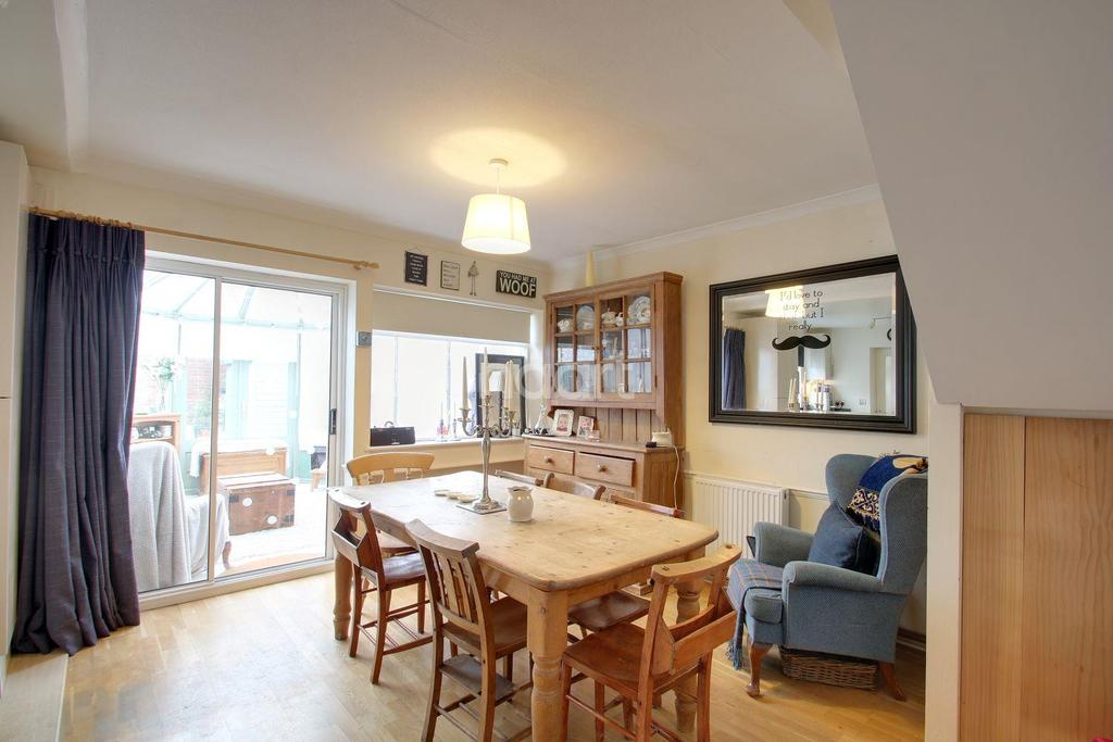 4 Bedrooms Detached House for sale in Paynesfield Road, Tatsfield