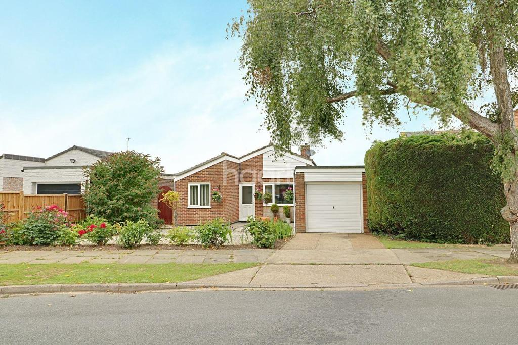 3 Bedrooms Bungalow for sale in Kingfisher Court, Lowestoft