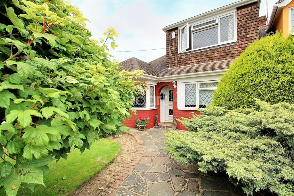 3 Bedrooms Bungalow for sale in Hockley
