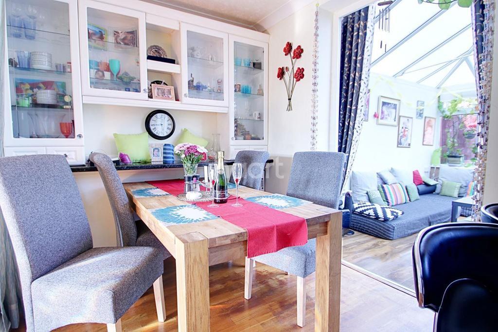 4 Bedrooms End Of Terrace House for sale in Elmar Geen