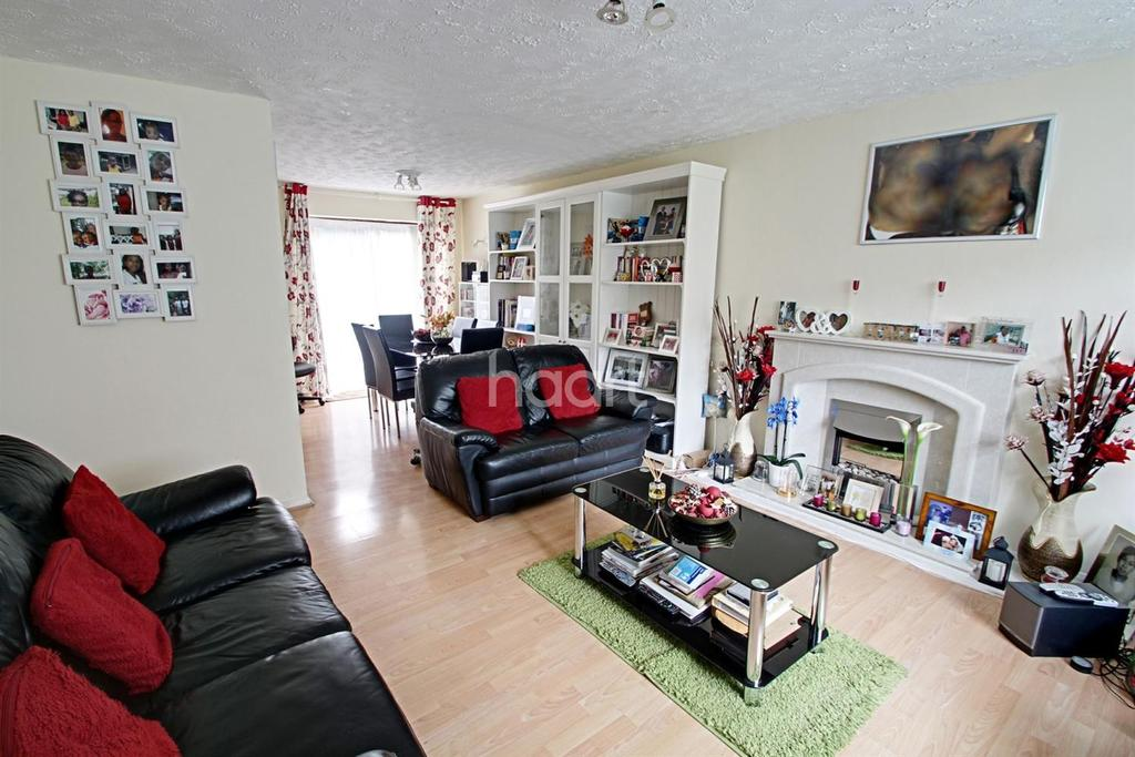 3 Bedrooms Terraced House for sale in Balisfire Grove, Leicester