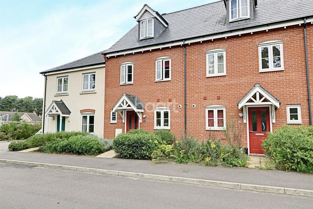 3 Bedrooms Terraced House for sale in Stuart Drive, Thetford