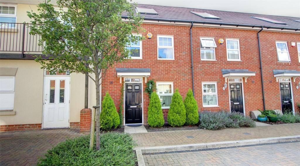 3 Bedrooms Terraced House for sale in Erickson Gardens, Bromley, Kent