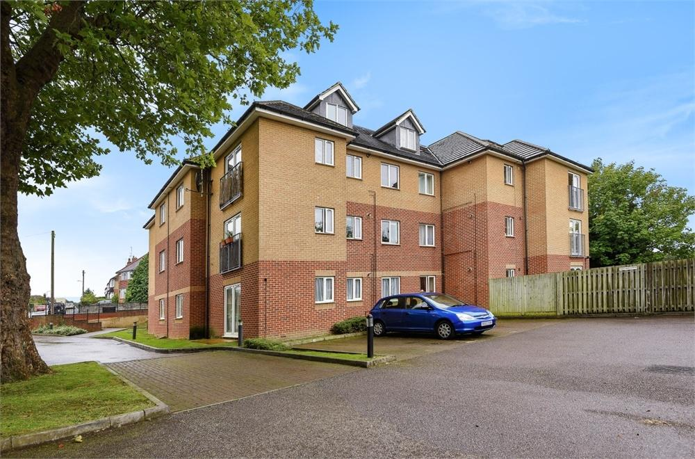 2 Bedrooms Flat for sale in Craig House, Craig Avenue, Reading, Berkshire