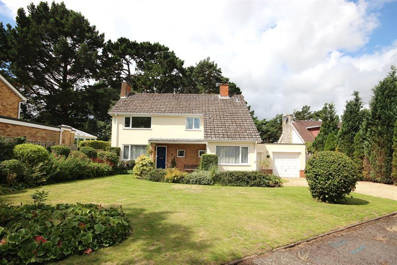 4 Bedrooms Detached House for sale in Merriefield Drive, BROADSTONE