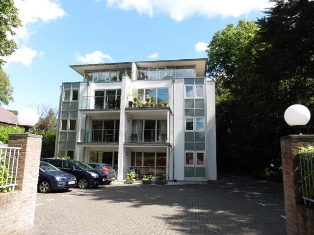 2 Bedrooms Apartment Flat for rent in Chine Crescent Road, Bournemouth