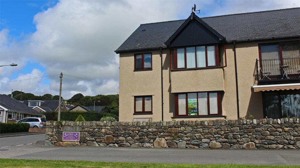2 Bedrooms Flat for sale in Flat 1 Nant Y Dail, Talybont, Gwynedd