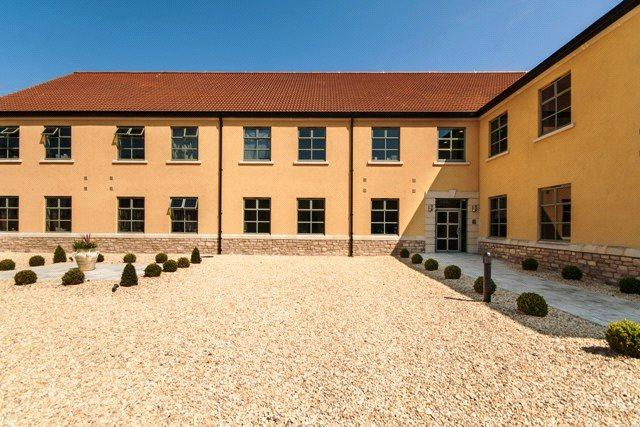 2 Bedrooms Flat for sale in River Place, Lower Bristol Road, Bath, BA2