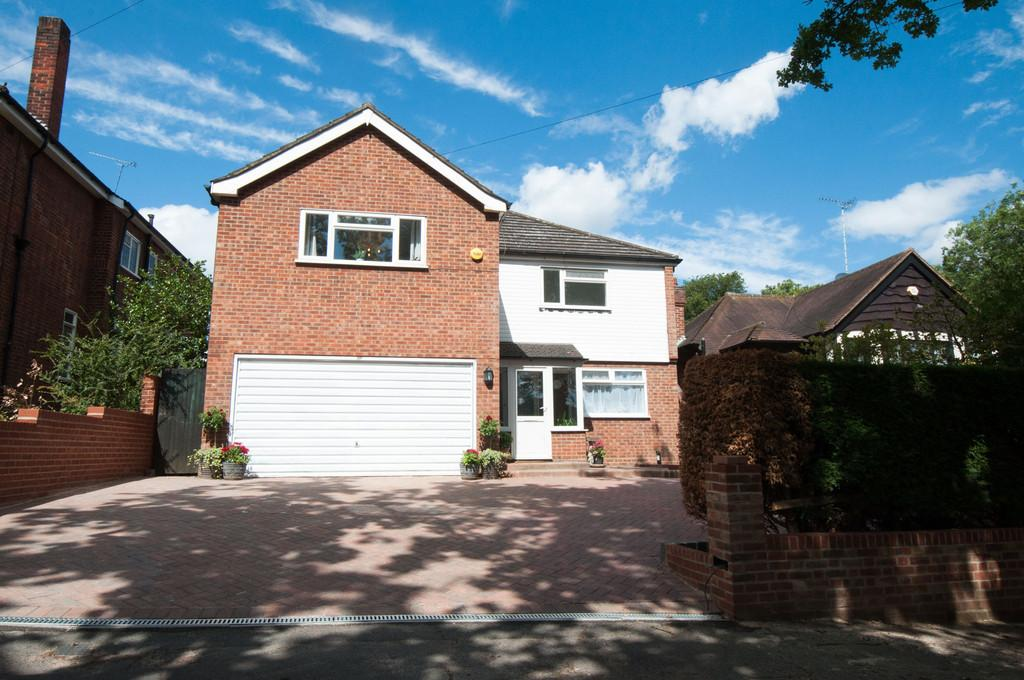 4 Bedrooms Detached House for sale in Monkhams Lane, Woodford Green