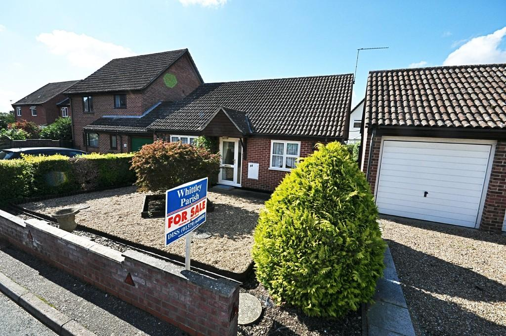 3 Bedrooms Detached Bungalow for sale in Tennyson Road, Diss