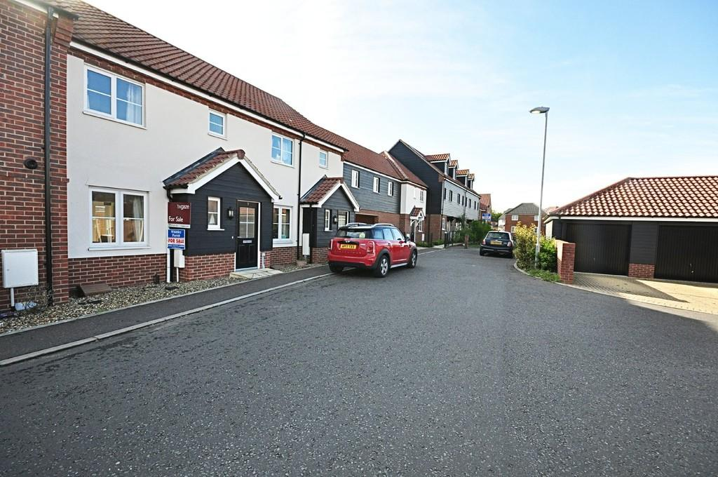 3 Bedrooms Terraced House for sale in King George Mews, Diss