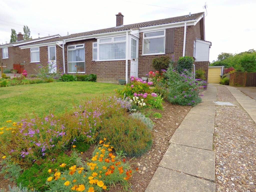 2 Bedrooms Semi Detached Bungalow for sale in St. Michaels Road, Long Stratton