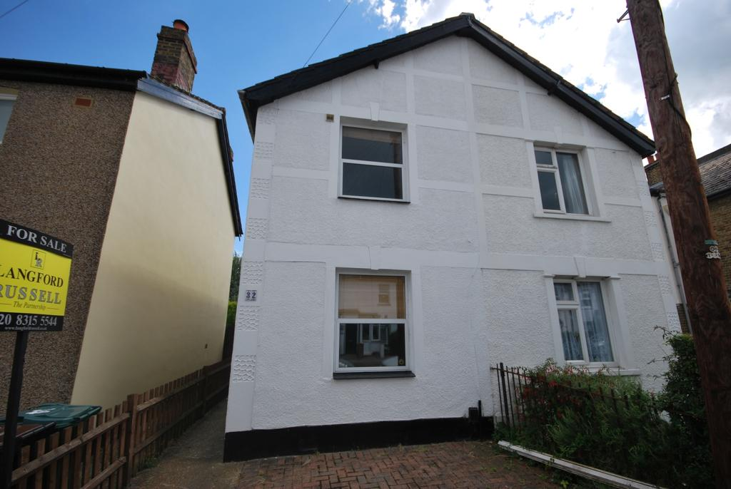 2 Bedrooms Semi Detached House for sale in Bloomfield Road Bromley BR2