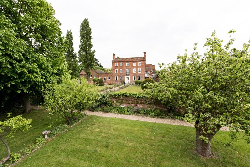 3 Bedrooms Penthouse Flat for sale in Orsett