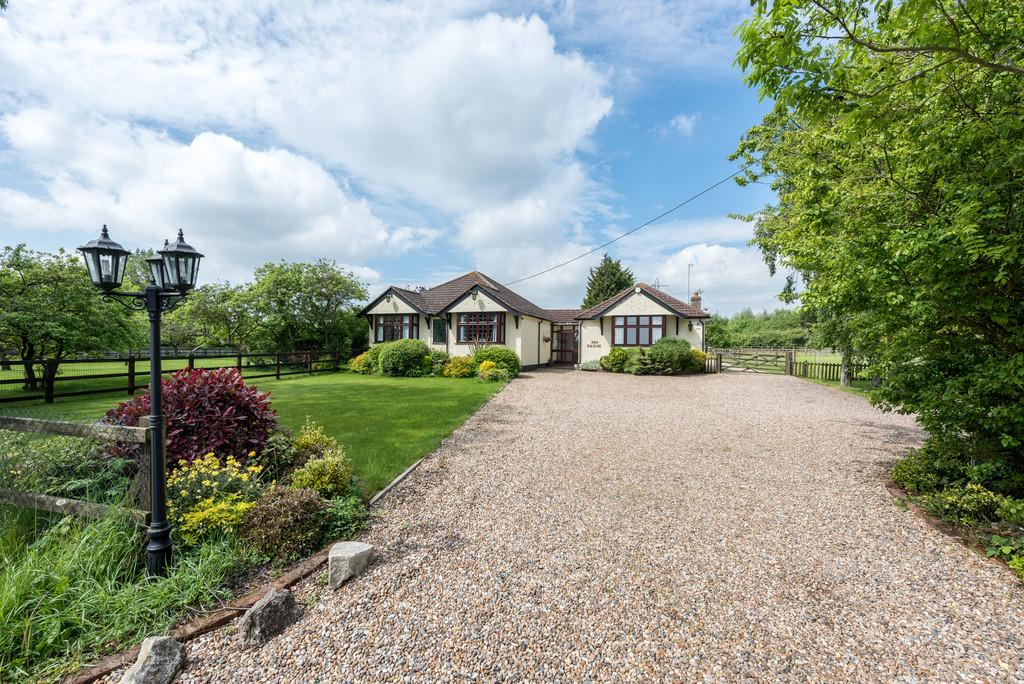 3 Bedrooms Detached Bungalow for sale in Marlpits Road, Purleigh