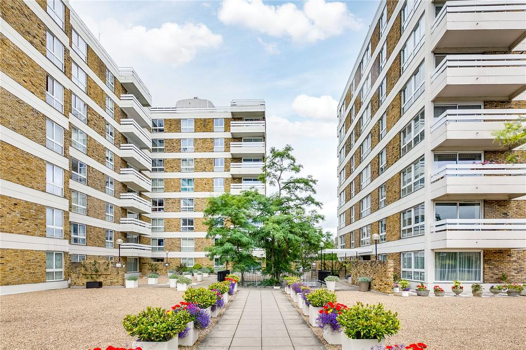 2 Bedrooms Flat for sale in March Court, Warwick Drive, Putney, London