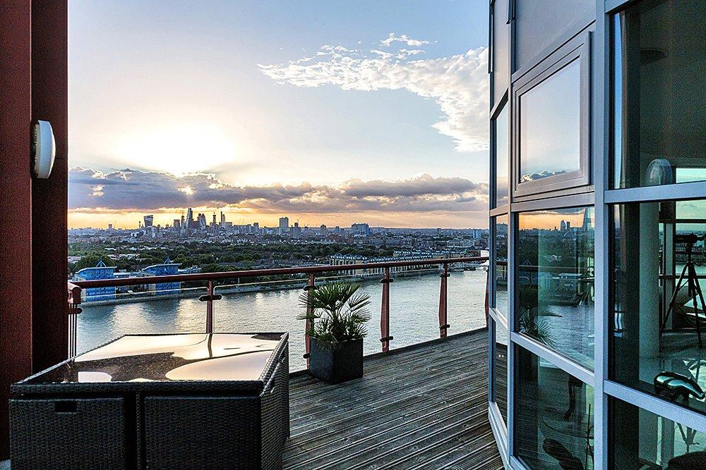 2 Bedrooms Flat for sale in Seacon Tower, 5 Hutchings Street, London, E14