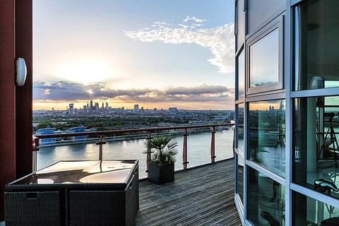 2 bedroom penthouse for sale - Seacon Tower, 5 Hutchings Street, London, E14