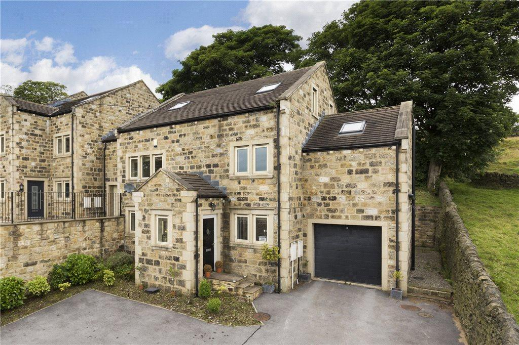 5 Bedrooms Town House for sale in Moor Street, Oakworth, Keighley, West Yorkshire