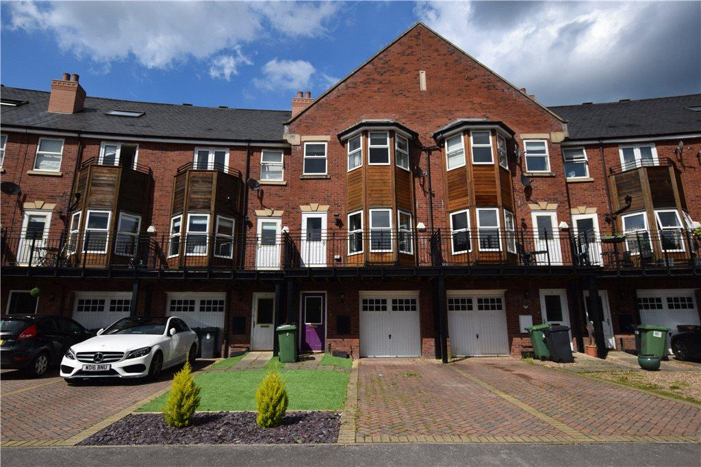 4 Bedrooms Town House for sale in Huntington Crescent, Leeds, West Yorkshire