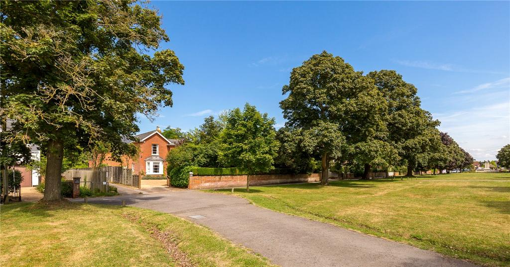 4 Bedrooms Detached House for sale in The Common, Cranleigh, Surrey