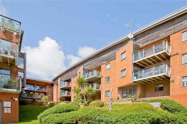 2 Bedrooms Flat for sale in Orchard House, Park View Road, Hove