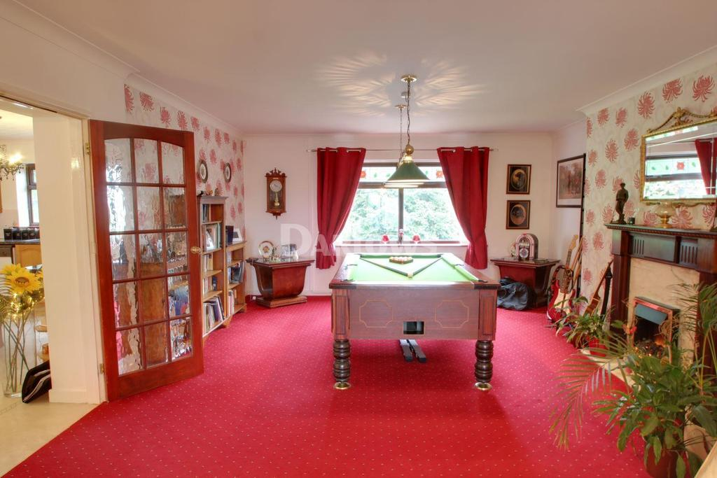 4 Bedrooms Detached House for sale in Greenfield Terrace, Cefn Pennar