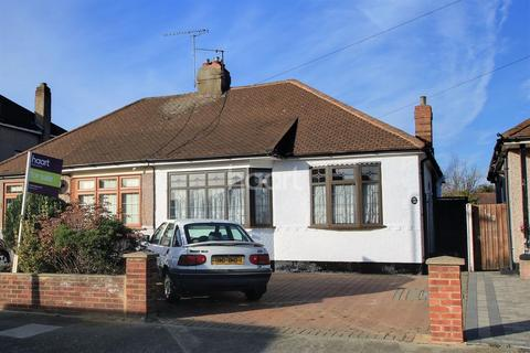 2 bedroom bungalow for sale - Alma Avenue, Hornchurch