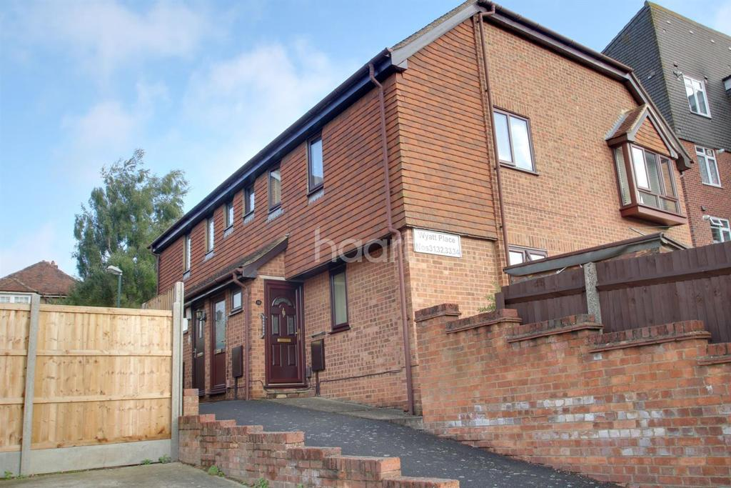 2 Bedrooms Maisonette Flat for sale in Wyatt Place, Strood, ME2