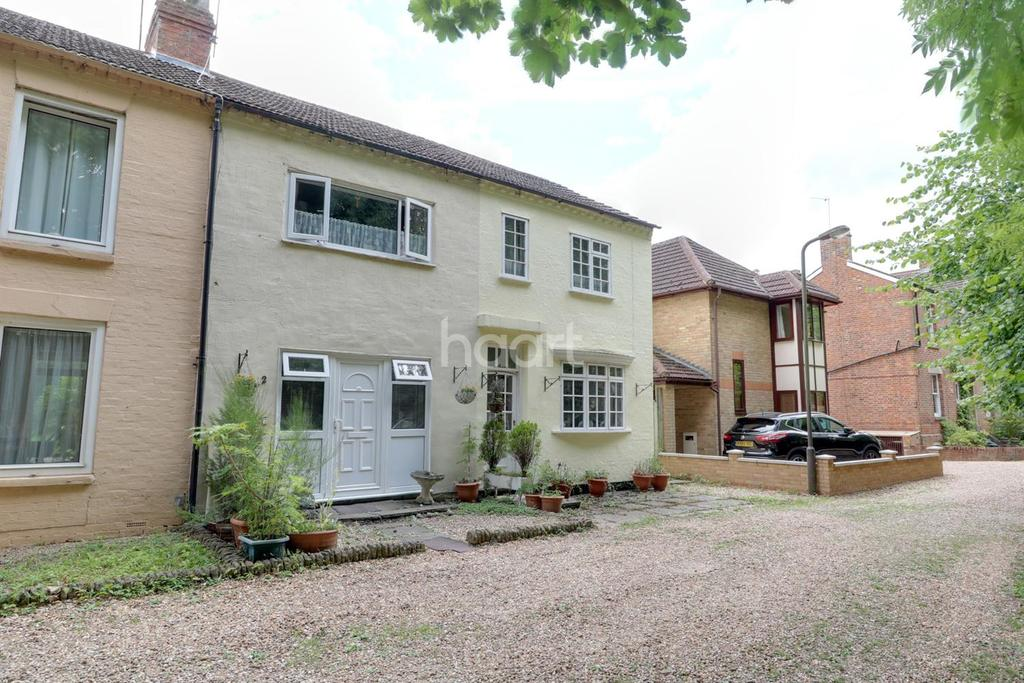 3 Bedrooms Terraced House for sale in Bradville