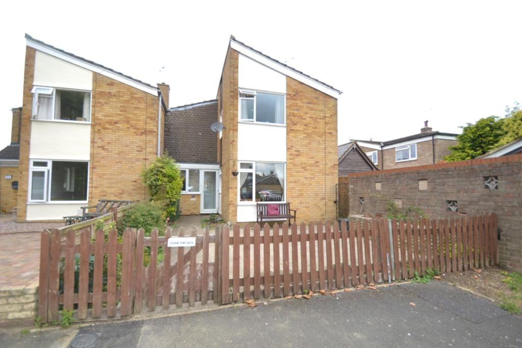 3 Bedrooms Semi Detached House for sale in Lowndes Way, Winslow, Buckingham