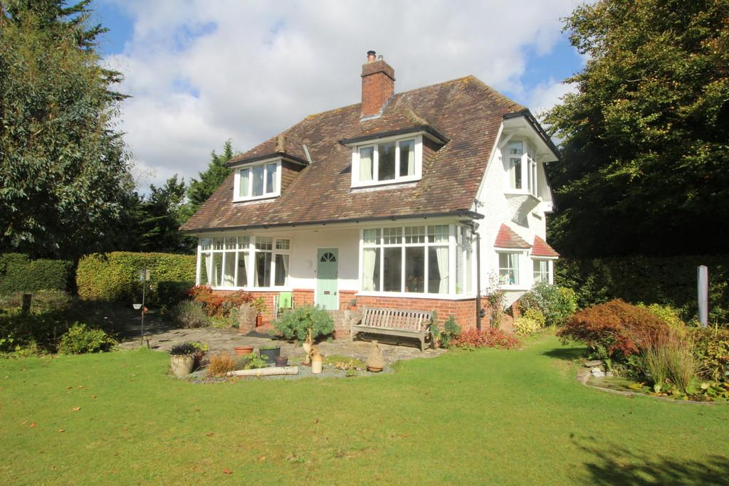3 Bedrooms Detached House for sale in Storrington