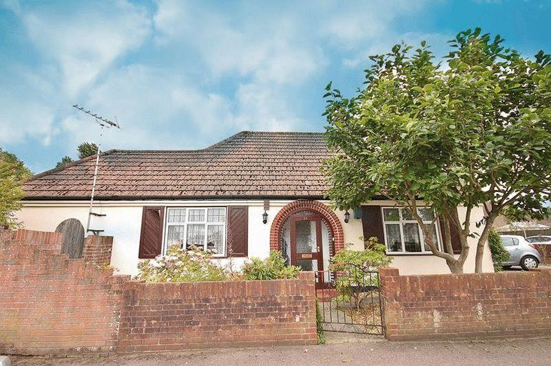 2 Bedrooms Bungalow for sale in Princes Avenue, South Croydon