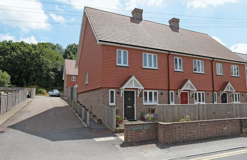 4 Bedrooms End Of Terrace House for sale in Oakwood Mews, Crowborough, East Sussex