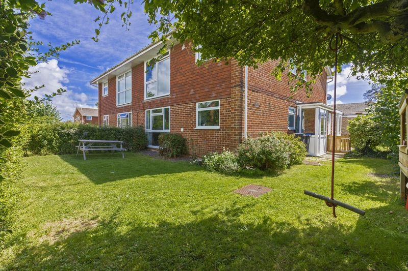 2 Bedrooms Apartment Flat for sale in Vancouver Close, Worthing