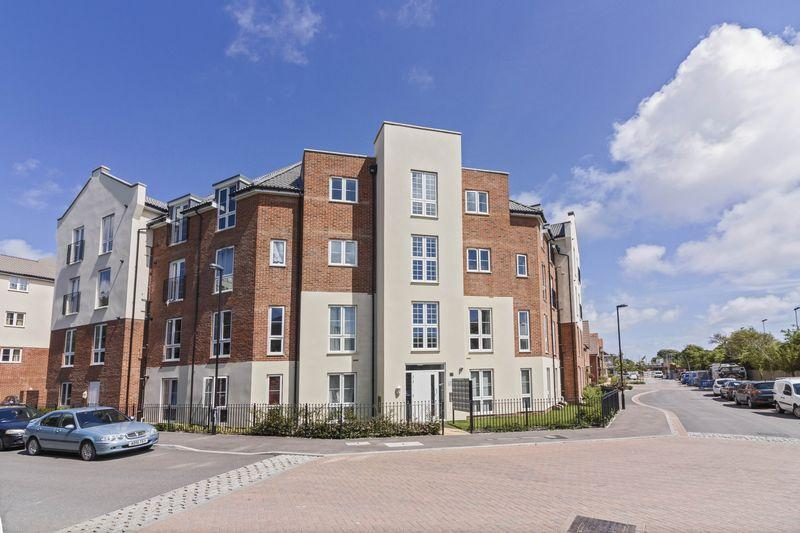 2 Bedrooms Apartment Flat for sale in Cambrian Way, Worthing
