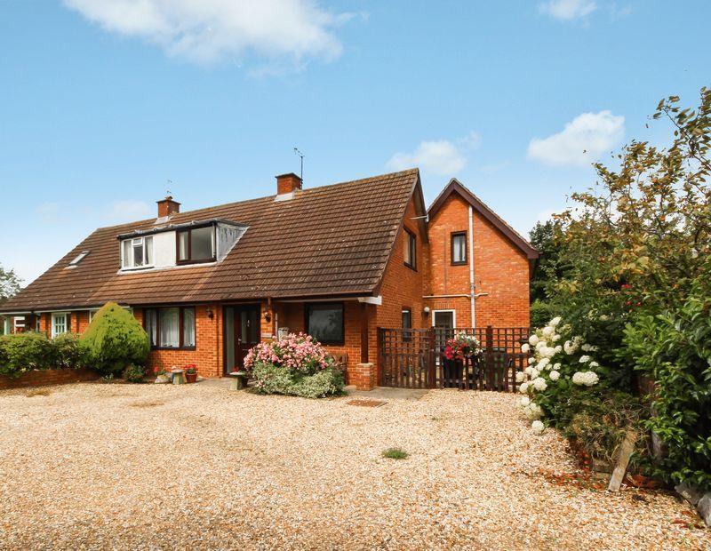 5 Bedrooms Semi Detached House for sale in Farm Lane, Shurdington, Cheltenham