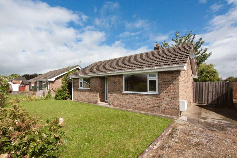 2 Bedrooms Detached Bungalow for sale in Lon Tywysog, Denbigh