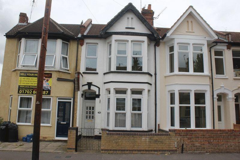 3 Bedrooms Terraced House for sale in Salisbury Avenue, Westcliff-On-Sea