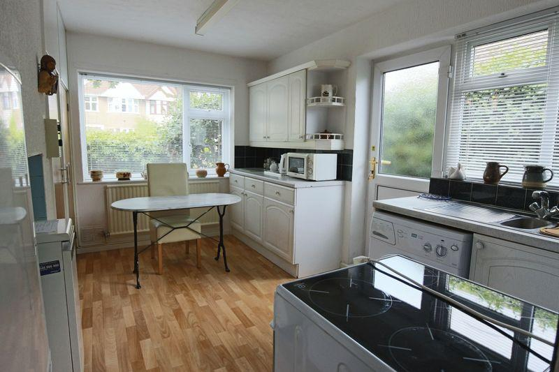 2 Bedrooms Bungalow for sale in Walmer Road, Lowestoft