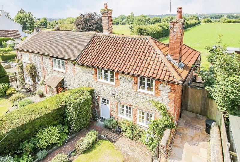 2 Bedrooms Semi Detached House for sale in Angmering