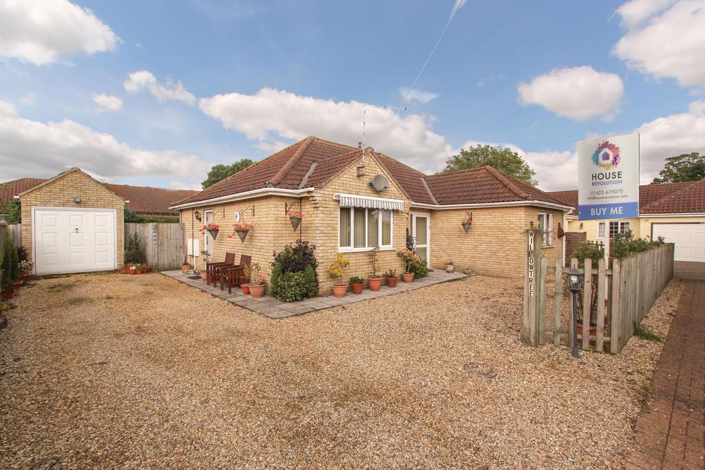 3 Bedrooms Detached Bungalow for sale in Station Road, Attleborough